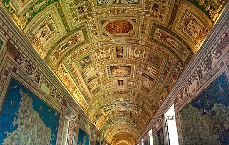 long-map-gallery-vatican-museum-photo_986554-770tall